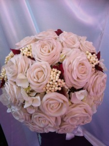 Noch schnell den letzten Brautstrauß werden und dann ab nach Hause. Die Traumeisterin hat so viel Post von Euch!