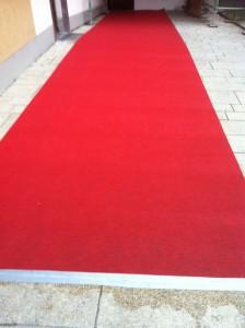 Der rote Teppich wartet schon. Auf viele Brautpaare, die Eröffnung und den Oberbürgermeister.
