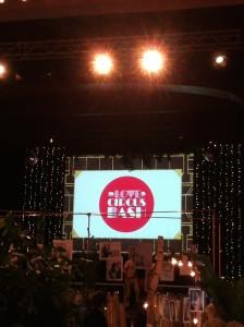Große Bühne für DJ's, Big Band und Soulband. Schicker Retro-Sound.