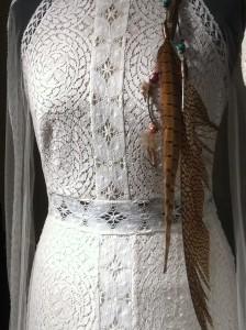 Und die Braut? Trägt schleierfrei Federn vom Fasan. Oder traut ihr euch nicht?